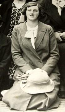 Nina Hollings.jpg